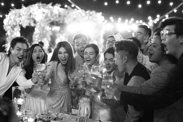 10 ngày sau đám cưới cổ tích, Đông Nhi bất ngờ tung loạt khoảnh khắc đáng nhớ với đủ các cung bậc cảm xúc cùng dàn khách mời đình đám - Ảnh 4.
