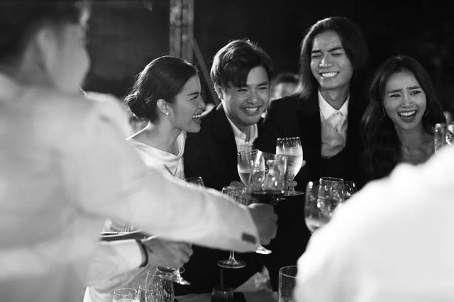 10 ngày sau đám cưới cổ tích, Đông Nhi bất ngờ tung loạt khoảnh khắc đáng nhớ với đủ các cung bậc cảm xúc cùng dàn khách mời đình đám - Ảnh 6.