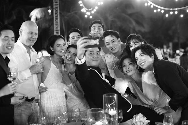 10 ngày sau đám cưới cổ tích, Đông Nhi bất ngờ tung loạt khoảnh khắc đáng nhớ với đủ các cung bậc cảm xúc cùng dàn khách mời đình đám - Ảnh 8.