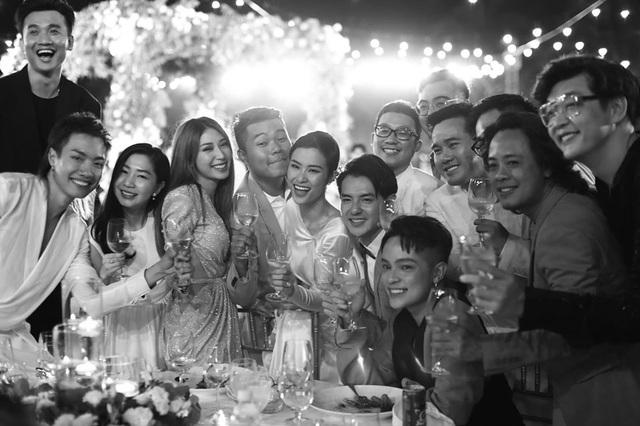 10 ngày sau đám cưới cổ tích, Đông Nhi bất ngờ tung loạt khoảnh khắc đáng nhớ với đủ các cung bậc cảm xúc cùng dàn khách mời đình đám - Ảnh 10.