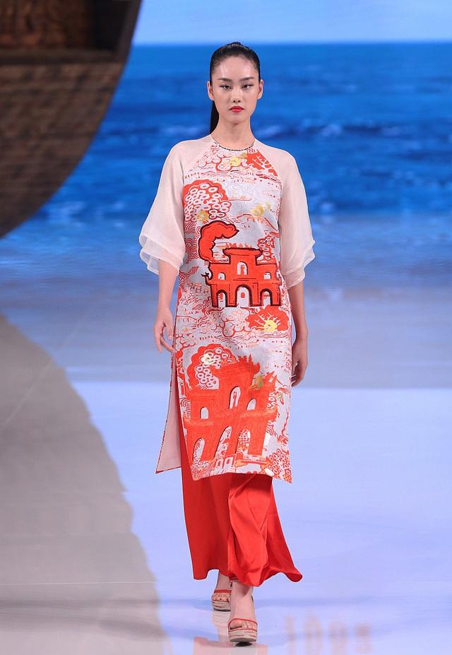 """Nhà thiết kế Việt phản ứng show diễn của Trung Quốc """"mạo nhận"""" áo dài Việt Nam - Ảnh 1."""