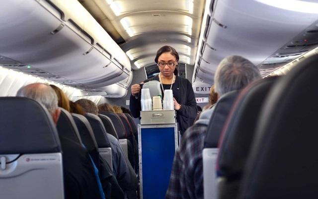 Các hãng hàng không sống nhờ mì tôm, gấu bông như thế nào - Ảnh 2.