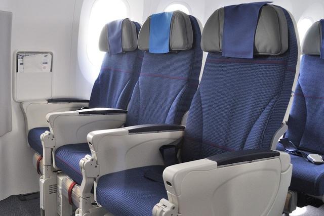 Các hãng hàng không sống nhờ mì tôm, gấu bông như thế nào - Ảnh 3.