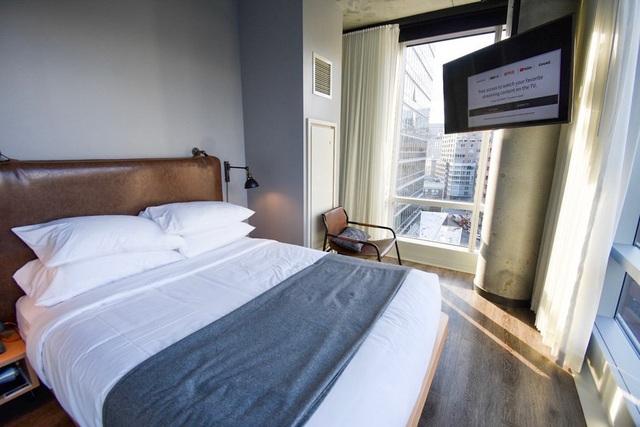 Vì sao đa số ga trải giường trong khách sạn có màu trắng? - Ảnh 5.
