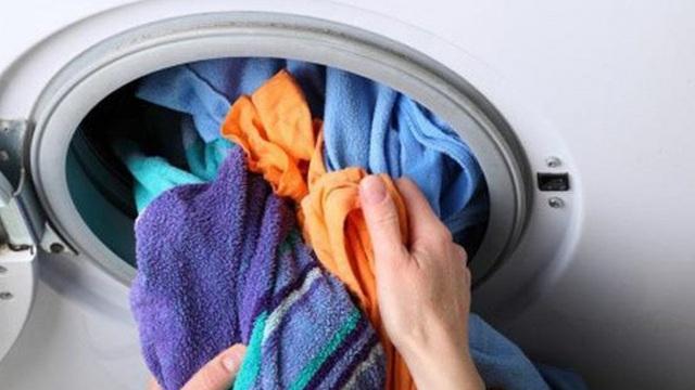 Nếu biết hậu quả khủng khiếp khi để quần áo qua đêm trong máy giặt thì sẽ không ai còn dám lười nữa - Ảnh 1.