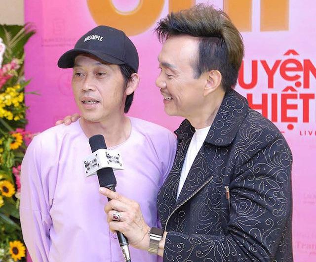 Hoài Linh dừng chương trình khi có em bé bị lạc - Ảnh 2.