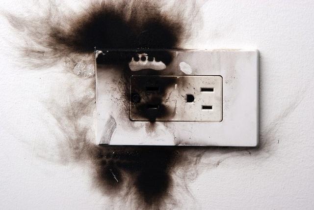 Sai lầm khi sử dụng điện khiến đồ điện trong nhà chập cháy như cơm bữa mà không ít người mắc - Ảnh 4.