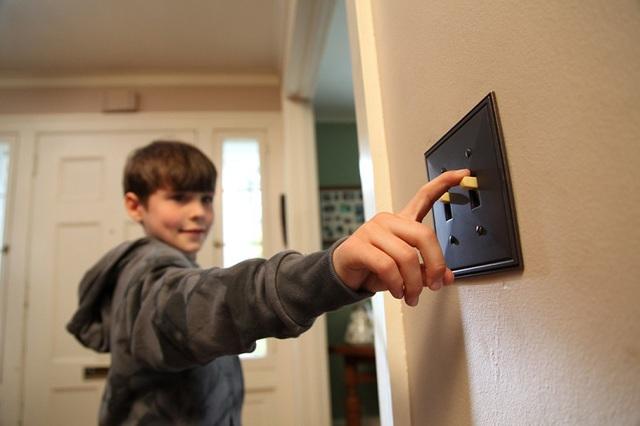 Sai lầm khi sử dụng điện khiến đồ điện trong nhà chập cháy như cơm bữa mà không ít người mắc - Ảnh 8.