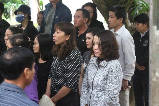 Vụ 2 nữ sinh tử vong ở Hải Dương: Hình ảnh nhói lòng trước lúc di quan - Ảnh 10.