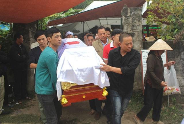 Vụ 2 nữ sinh tử vong ở Hải Dương: Hình ảnh nhói lòng trước lúc di quan - Ảnh 12.