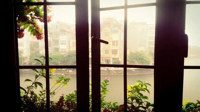 Trước khi chuyển về căn hộ hiện tại, NTK Lek Chi từng sống trong ngôi nhà siêu lãng mạn ai đi qua cũng phải ngước nhìn ở Hồ Tây - Ảnh 4.