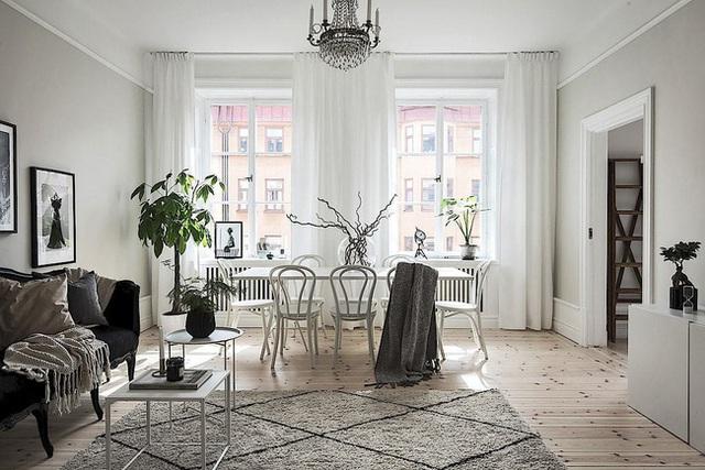 Căn hộ rộng 62m² sử dụng màu trắng là chủ yếu nhưng chẳng hề nhàm chán nhờ cách trang trí có tính thẩm mỹ cao - Ảnh 1.