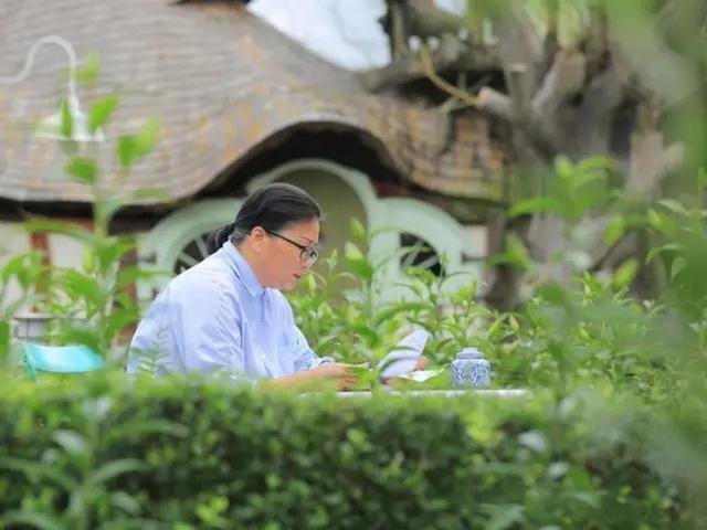 Người phụ nữ 60 tuổi dùng khoản tiền tiết kiệm trong 12 năm để mua đất, xây ngôi nhà cổ tích an hưởng tuổi già cùng người thân - Ảnh 1.