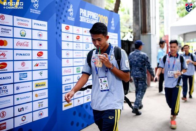 HLV Park Hang-seo đến sân nghiên cứu U22 Thái Lan đối đầu Indonesia - Ảnh 1.