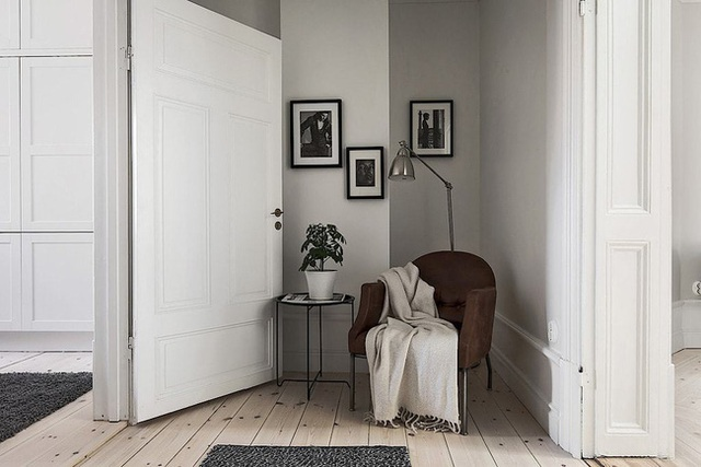 Căn hộ rộng 62m² sử dụng màu trắng là chủ yếu nhưng chẳng hề nhàm chán nhờ cách trang trí có tính thẩm mỹ cao - Ảnh 14.