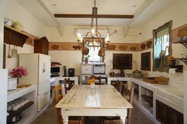 Người phụ nữ 60 tuổi dùng khoản tiền tiết kiệm trong 12 năm để mua đất, xây ngôi nhà cổ tích an hưởng tuổi già cùng người thân - Ảnh 8.