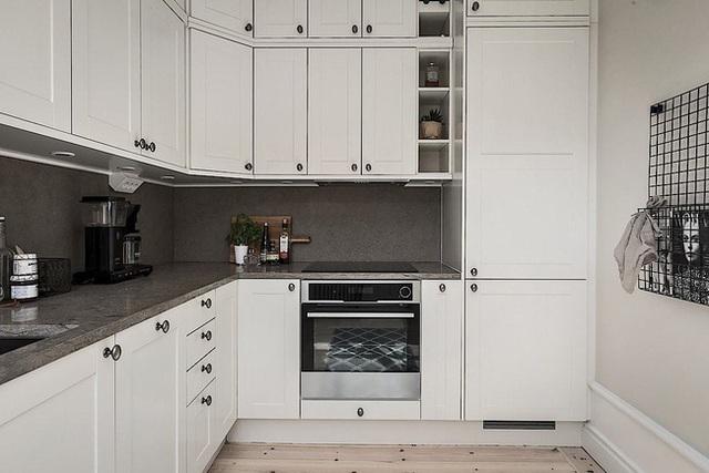 Căn hộ rộng 62m² sử dụng màu trắng là chủ yếu nhưng chẳng hề nhàm chán nhờ cách trang trí có tính thẩm mỹ cao - Ảnh 10.