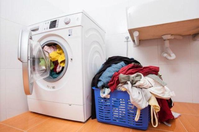 Có một bước cực kì quan trọng trước khi cho quần áo vào máy giặt nhưng mọi người thường quên - Ảnh 3.