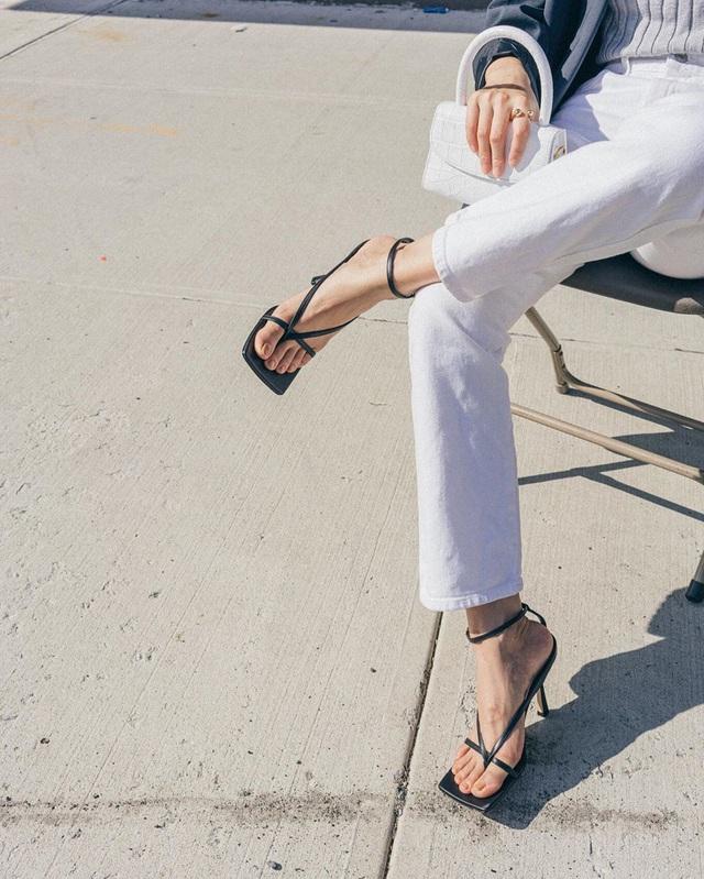 Có thể bạn chưa biết: Trong muôn vàn mẫu giày cao gót, đây là 3 kiểu tạo hiệu ứng kéo chân dài vô đối - Ảnh 13.