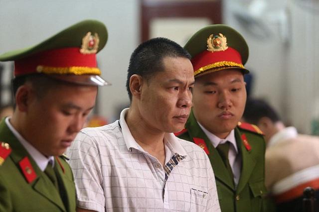 Mẹ nữ sinh giao gà khóc đỏ mắt khi nhìn thấy chồng và con gái tại tòa - Ảnh 5.
