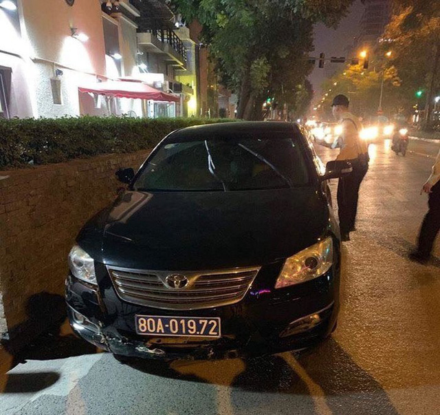 Xe của Liên đoàn Bóng đá Việt Nam gây tai nạn rồi bỏ chạy - Ảnh 1.