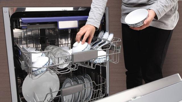 7 suy nghĩ sai hoàn toàn về máy rửa bát mà nhiều người vẫn đang cho là đúng - Ảnh 1.