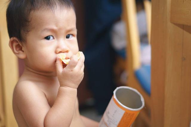 Thường xuyên cho con uống nước ngọt và đồ ăn vặt, mẹ không ngờ con bị ung thư dù mới 2 tuổi - Ảnh 1.