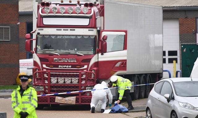 Nhiều người bị dọa giết sau vụ 39 thi thể trong container  - Ảnh 1.