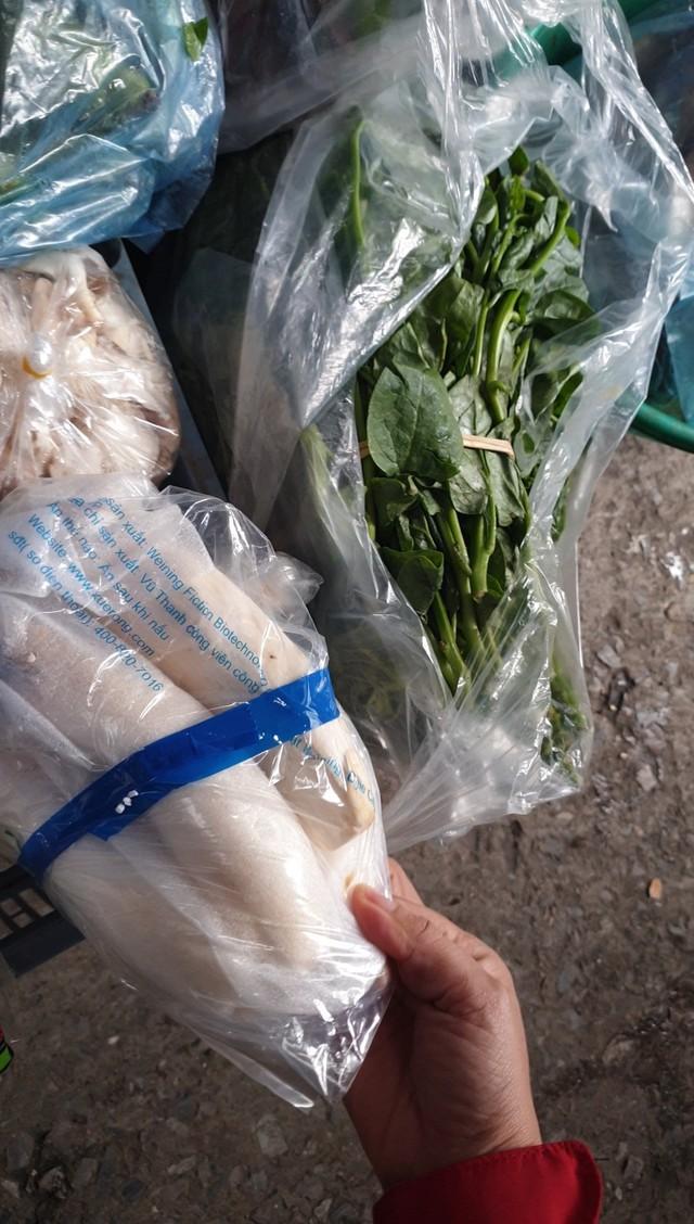 Nấm tươi bày bán la liệt ở chợ dân sinh dễ có độc tố - Ảnh 5.