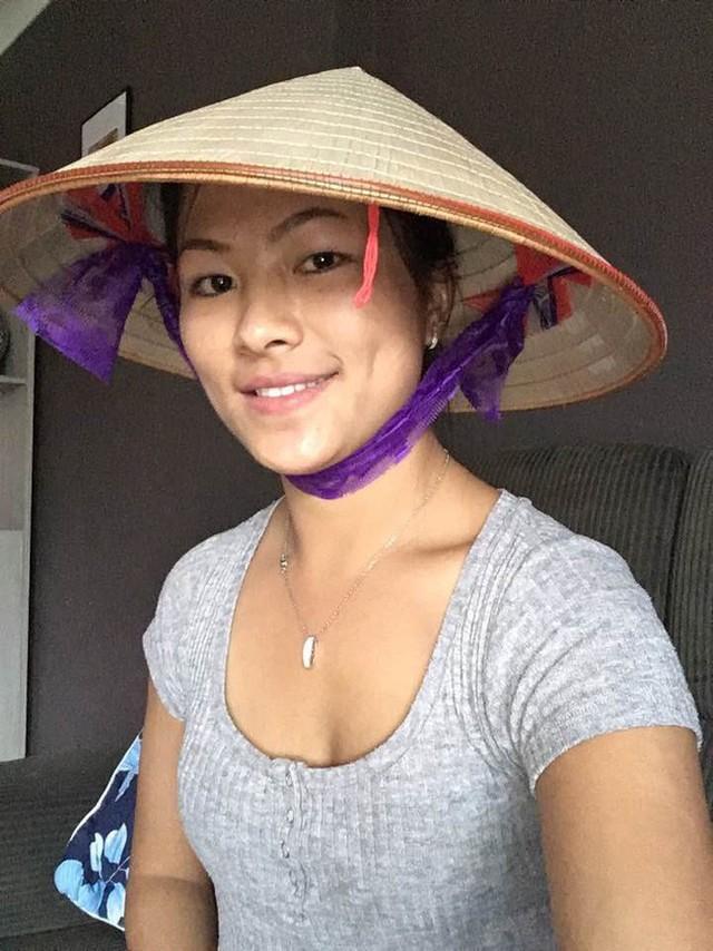 Cô gái HMông nói tiếng Anh như gió hậu ly hôn: Càng ngày càng xinh đẹp và cực thân với bố mẹ chồng cũ - Ảnh 2.