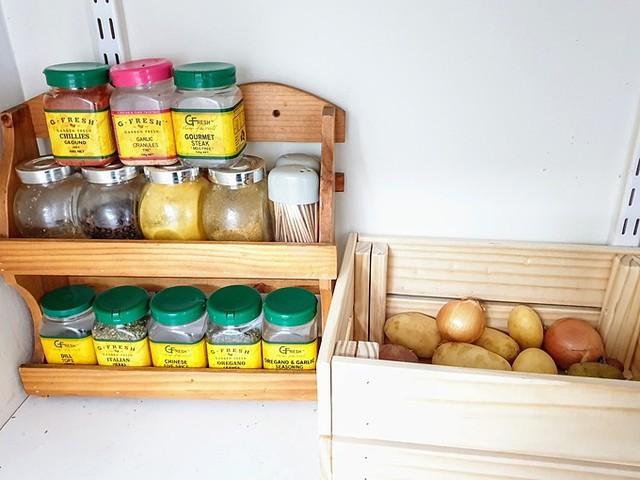 Căn bếp tối giản mà nên thơ của bà mẹ hai con - Ảnh 7.