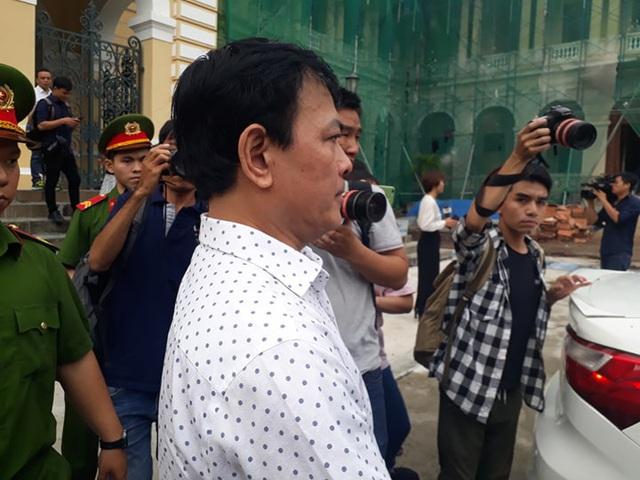 Nguyễn Hữu Linh kêu oan bất thành, bị buộc ra bằng cửa chính - Ảnh 2.