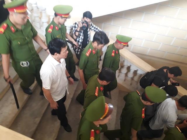 Nguyễn Hữu Linh kêu oan bất thành, bị buộc ra bằng cửa chính - Ảnh 5.