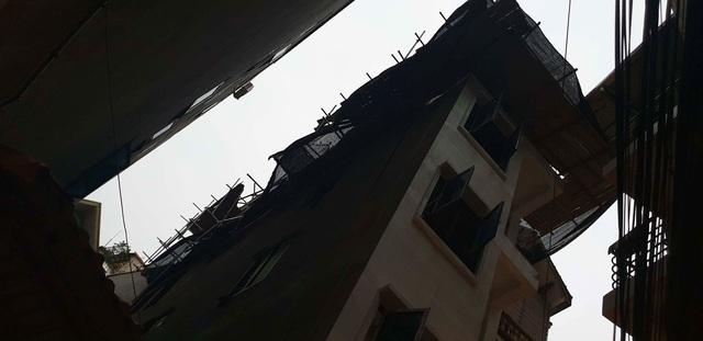 Hà Nội: 2 công nhân rơi từ tầng 5 công trình xuống đất tử vong - Ảnh 2.