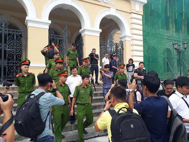 Nguyễn Hữu Linh kêu oan bất thành, bị buộc ra bằng cửa chính - Ảnh 3.