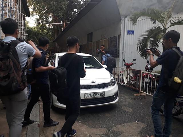 Ông Nguyễn Hữu Linh đi đường hầm đến phiên xử phúc thẩm dâm ô bé gái trong thang máy - Ảnh 2.