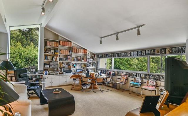Biệt thự dành hẳn cả một tầng hầm làm thư viện với 2000 đầu sách của nữ ca sĩ kiếm ngàn tỉ chỉ trong 1 năm - Ảnh 8.