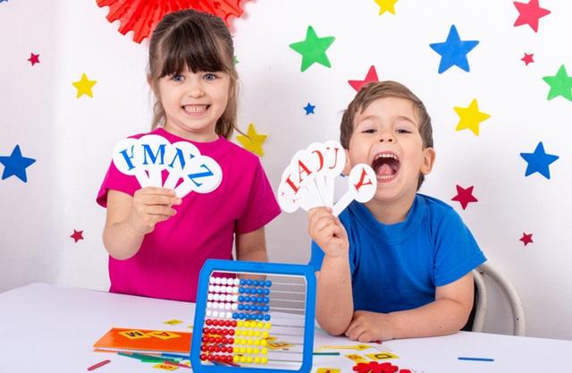 Bảy phương pháp giúp trẻ tự tin nói tiếng Anh  - Ảnh 1.