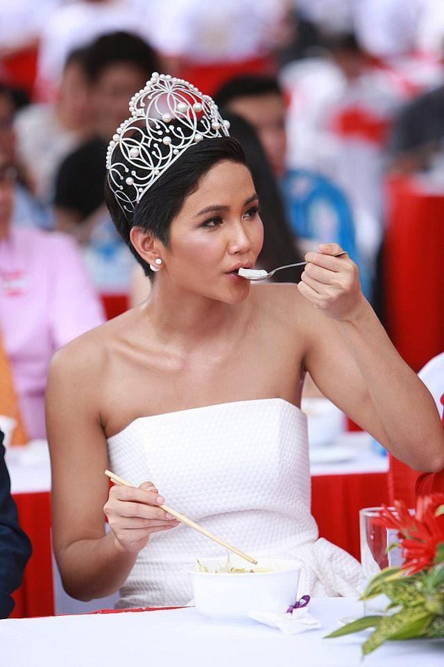 Hoa hậu nghèo nhất Việt Nam chia sẻ mâm cơm, chứng minh bản thân không giản dị  - Ảnh 17.