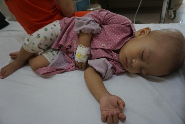 Bé Phạm Hữu Hùng có thêm cơ hội để tiếp tục chạy chữa ung thư võng mạc - Ảnh 2.