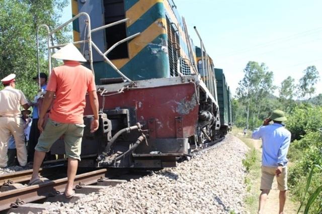 Xác minh nguyên nhân 2 công nhân đường sắt thương vong sau va chạm với tàu hỏa - Ảnh 2.