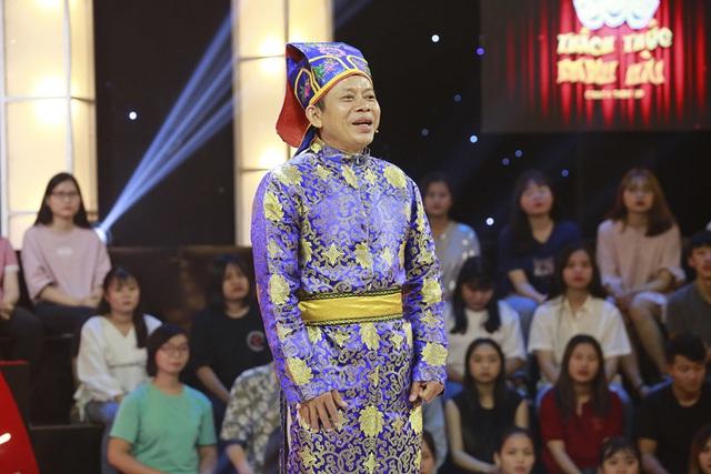 Trấn Thành, Trường Giang, Ngô Kiến Huy bị bắt quỳ gối giữa sân khấu - Ảnh 1.