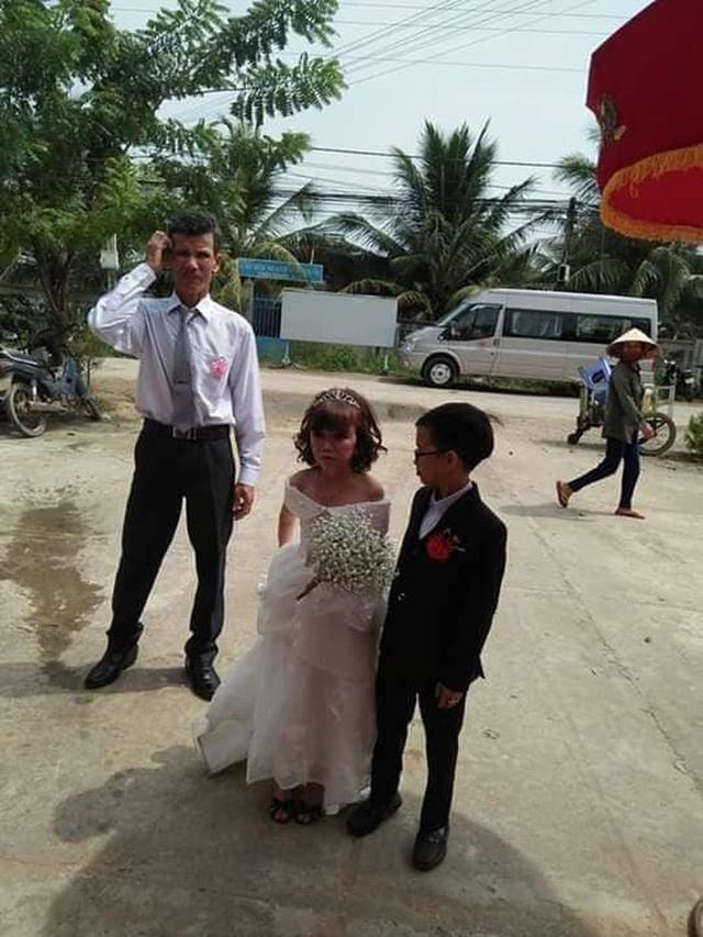 Đám cưới cặp đôi tí hon như học sinh lớp 1 gây bão trên MXH khiến nhiều người xúc động - Ảnh 1.