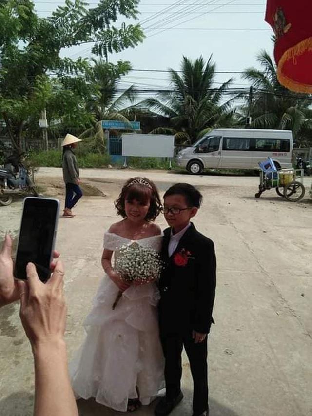 Đám cưới cặp đôi tí hon như học sinh lớp 1 gây bão trên MXH khiến nhiều người xúc động - Ảnh 2.
