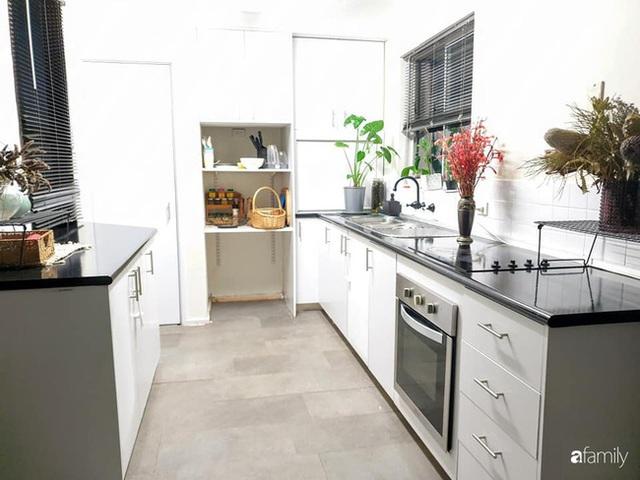 Căn bếp ấm cúng của bà mẹ trẻ yêu thích phong cách tối giản - Ảnh 2.