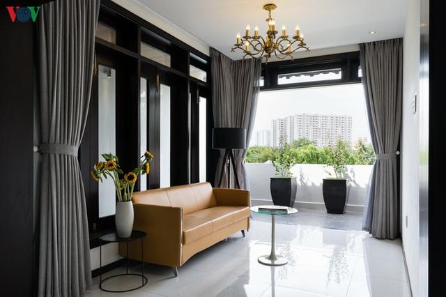 Ngôi nhà mang âm hưởng Huế giữa lòng Sài Gòn - Ảnh 11.