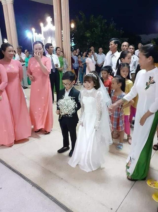 Đám cưới cặp đôi tí hon như học sinh lớp 1 gây bão trên MXH khiến nhiều người xúc động - Ảnh 3.
