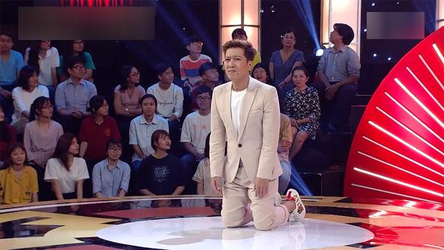 Trấn Thành, Trường Giang, Ngô Kiến Huy bị bắt quỳ gối giữa sân khấu - Ảnh 4.