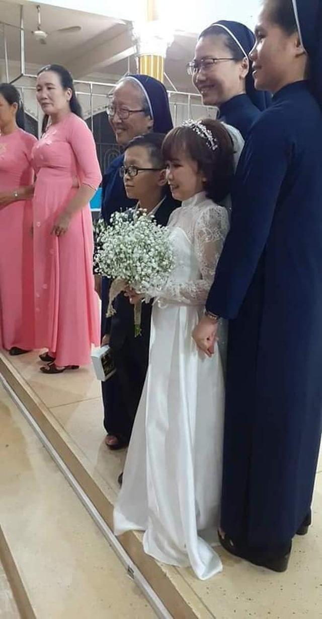 Đám cưới cặp đôi tí hon như học sinh lớp 1 gây bão trên MXH khiến nhiều người xúc động - Ảnh 5.