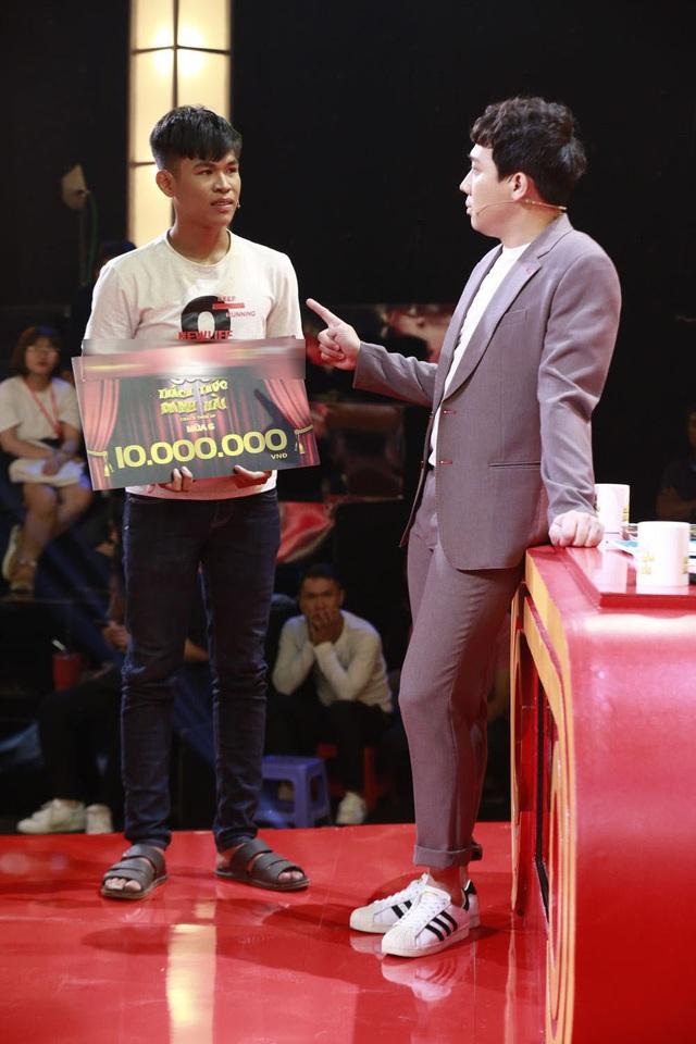 Trấn Thành, Trường Giang, Ngô Kiến Huy bị bắt quỳ gối giữa sân khấu - Ảnh 9.